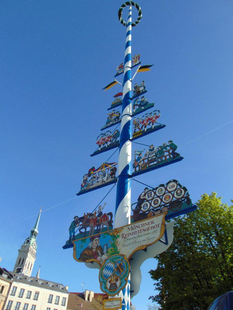 Maypole na Viktualienmarktu