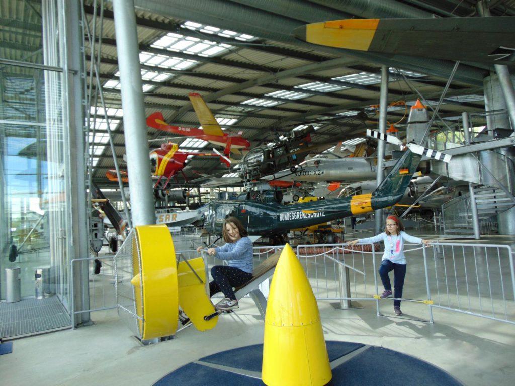 Vrtuljak u obliku aviona