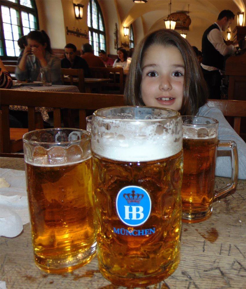 Pivo u Hofbräuhaus pivari
