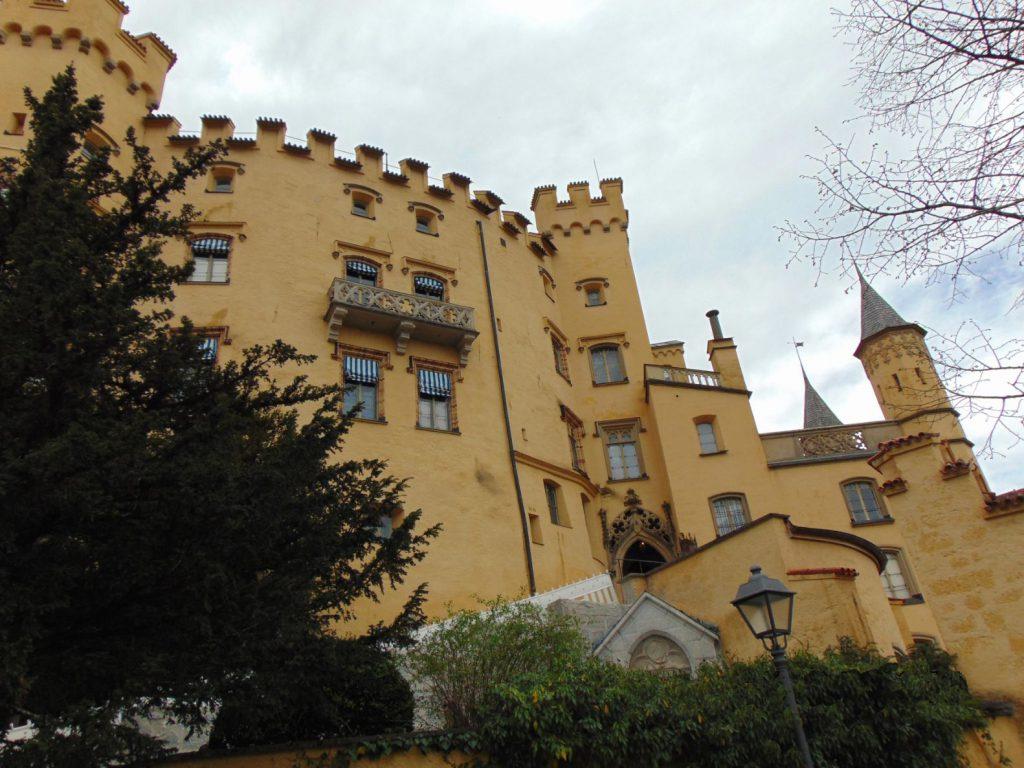 dvorac Hohenschwangau iz dvorista