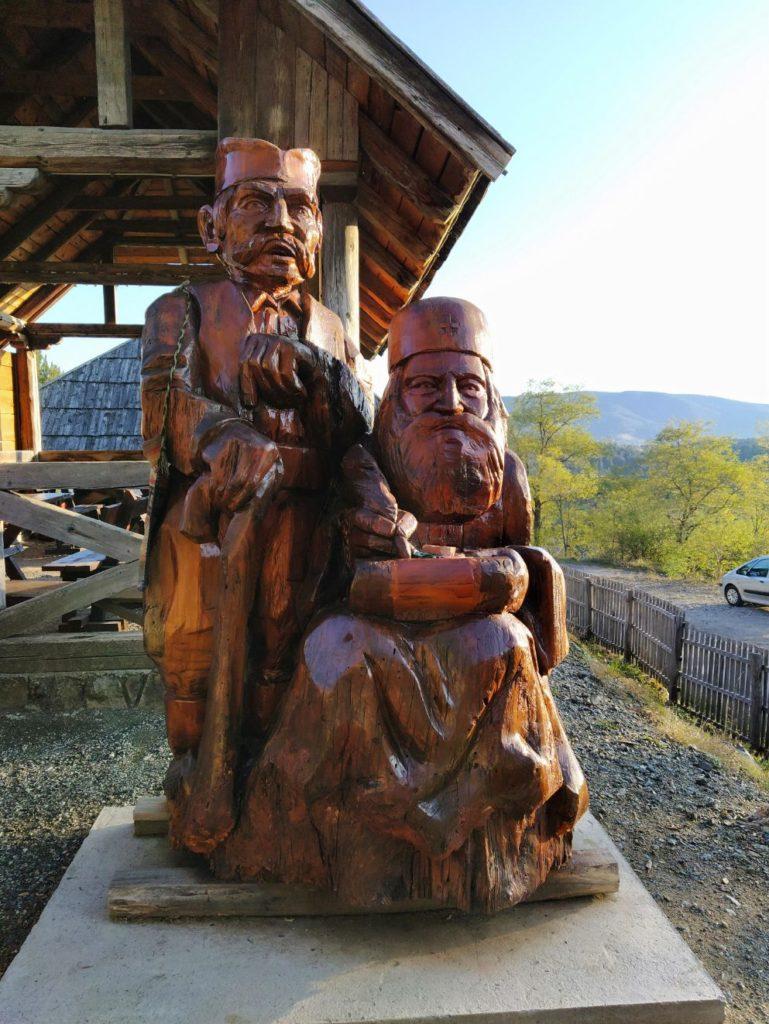Skulpture u Spomen domu kremanskih proroka