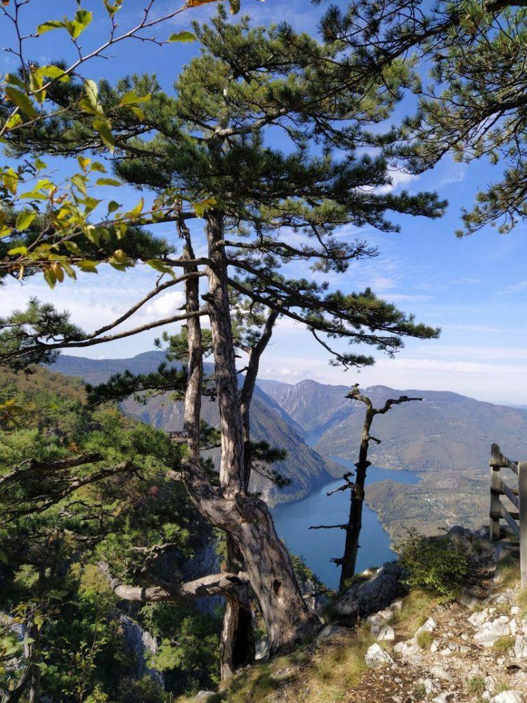 Pogled na jezero Perucac