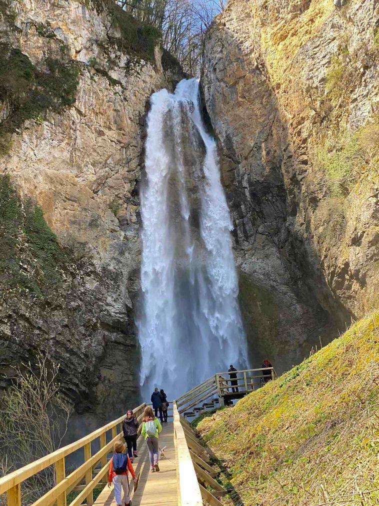 Vodopad Blihe i Dabarska pecina