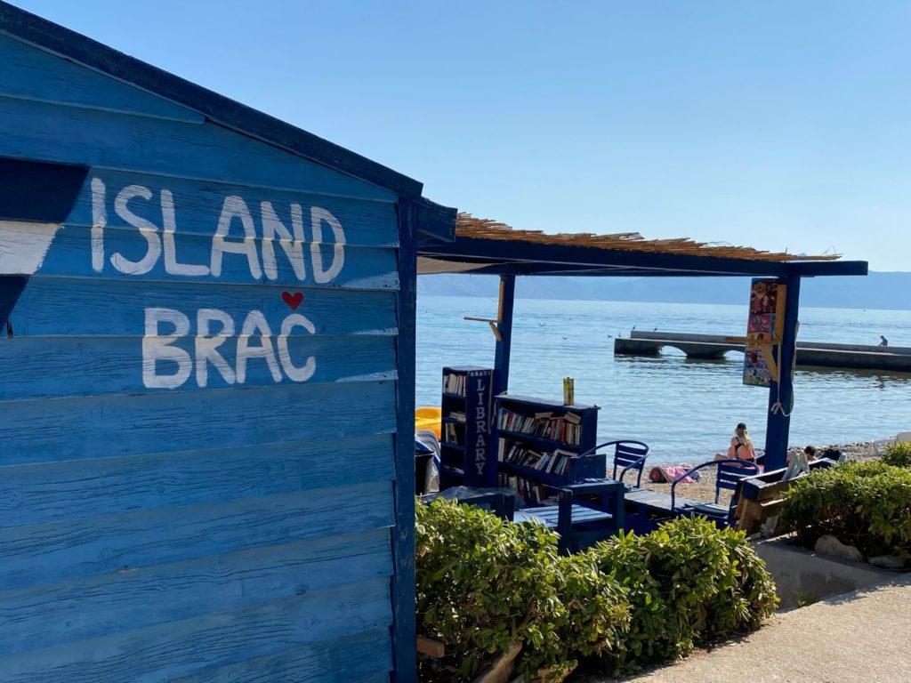 Biblioteka na plaži Banj