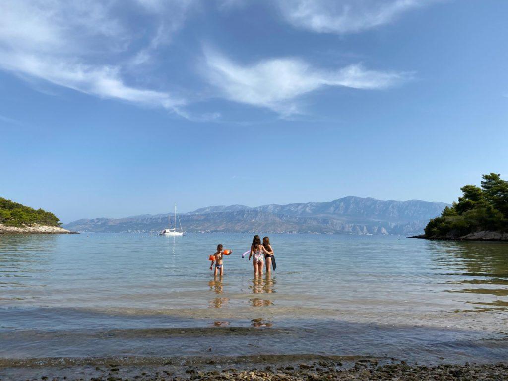 Kupanje na plaži Lovrečini