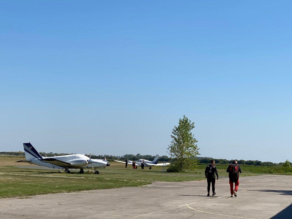 Avion za skok padobranom
