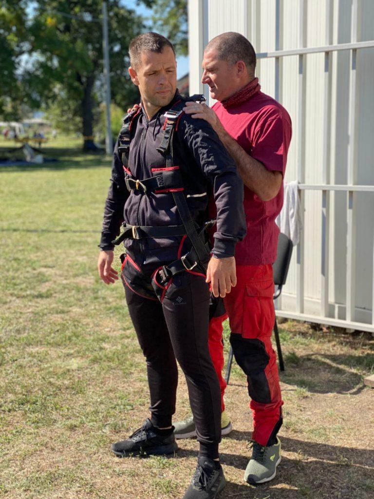 priprema za tandem skok padobranom